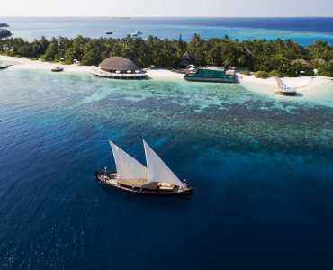 LUXURY MALDIVES WITH A DHONI CRUISE